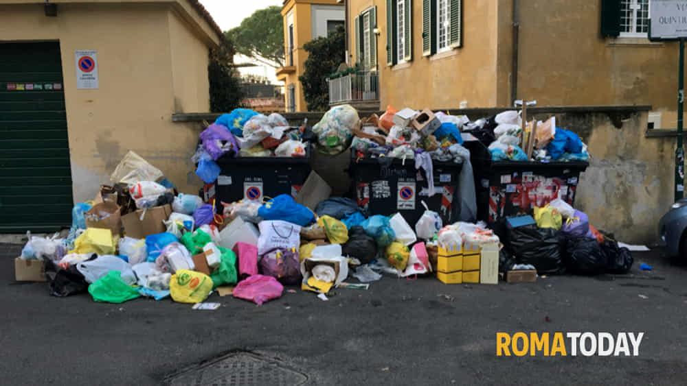 Roma lercia, deserta la gara per i nuovi mezzi Ama. E la Toscana non prenderà i rifiuti della Capitale