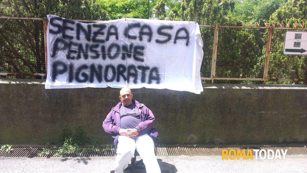 Sfratti ex autore tv in sciopero della fame invalido e for Planimetrie della casetta con seminterrato di sciopero