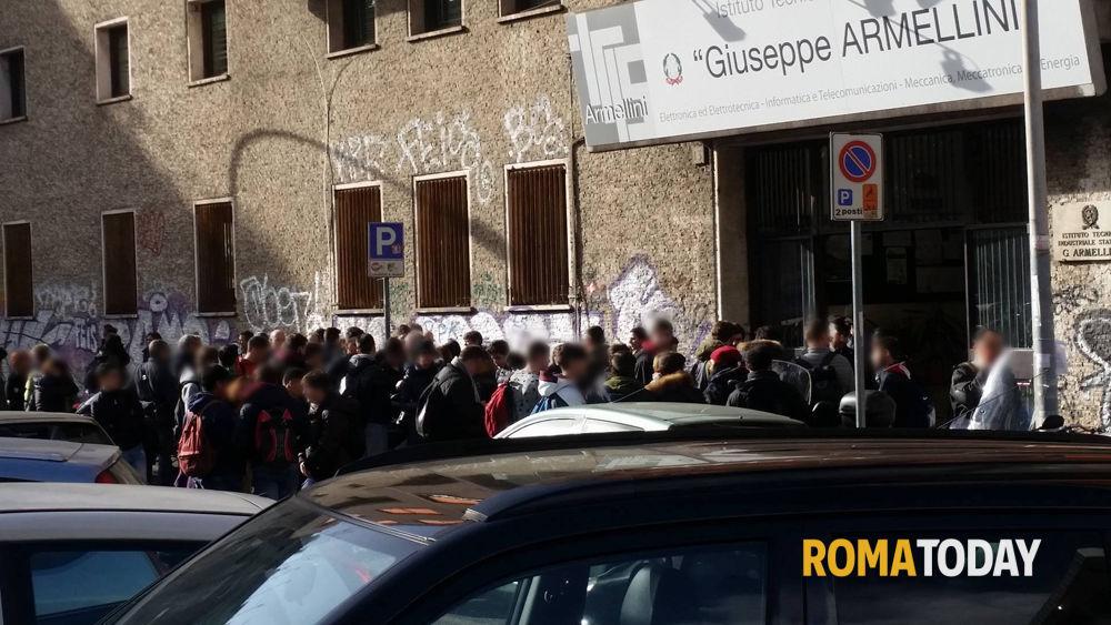 San paolo allarme bomba all 39 itis armellini di largo beato - Allarme bomba porta di roma ...