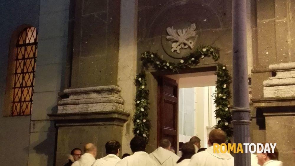 Apertura porta santa diocesi di albano - Porta di roma apertura ...