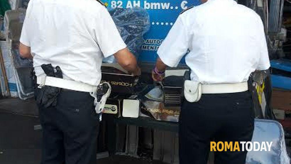 Blitz della polizia municipale a porta portese - Porta portese offerte lavoro roma ...