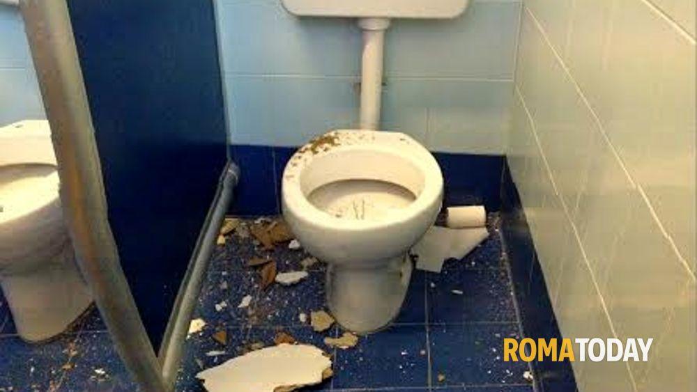 Cassia crolla il soffitto nel bagno della scuola la giustiniana - Nel bagno della scuola ...