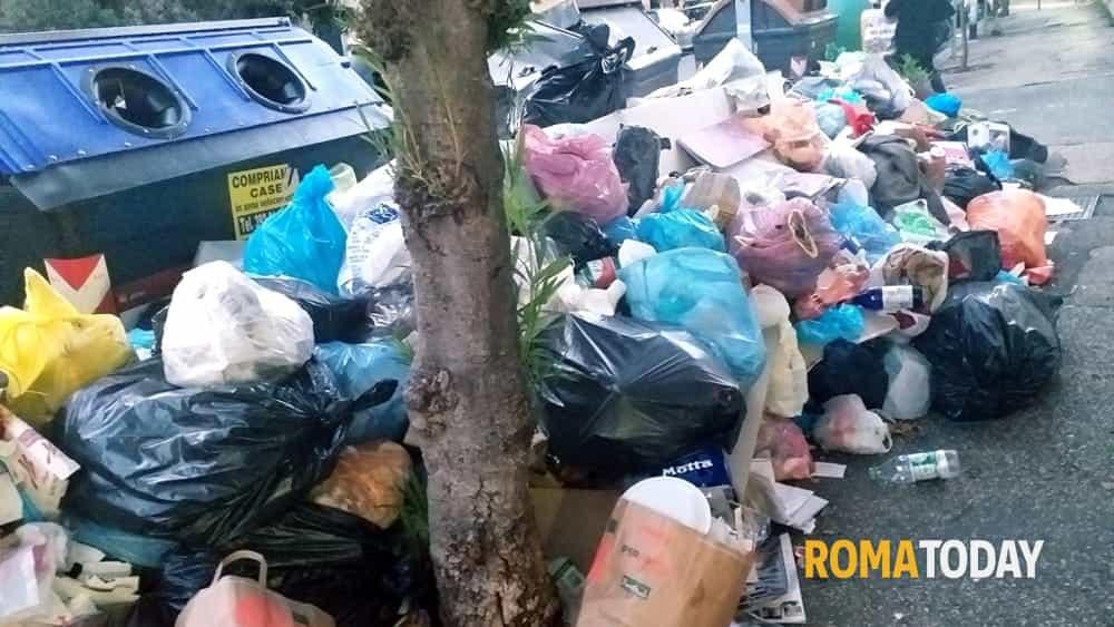 Emergenza Rifiuti: flop della task force di Ama, Roma resta lercia