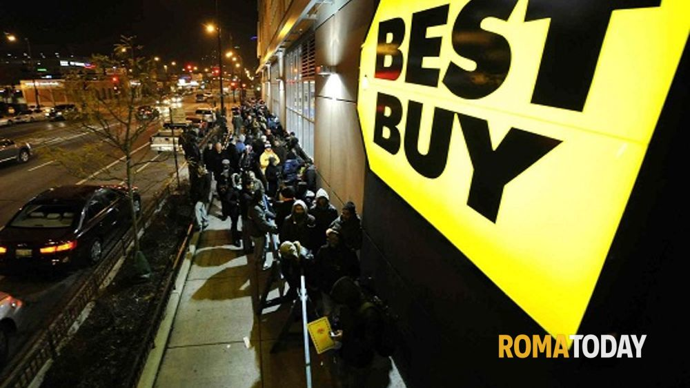 Black friday muore durante lo shopping la folla lo - Black friday porta di roma ...