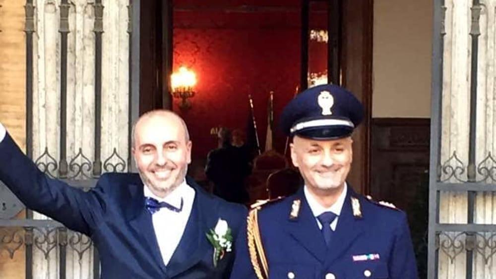 Matrimonio Romano Versione Latino : A roma la prima unione civile in divisa un poliziotto