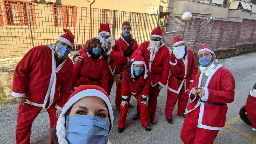 Babbi Natale.Babbi Natale In Moto Cosi I Doni Arrivano Nei Centri D Accoglienza Di Roma