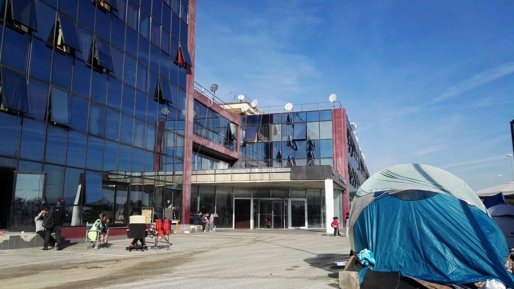 Via Prenestina 944, nellex hotel occupato 460 persone senzacqua né ...