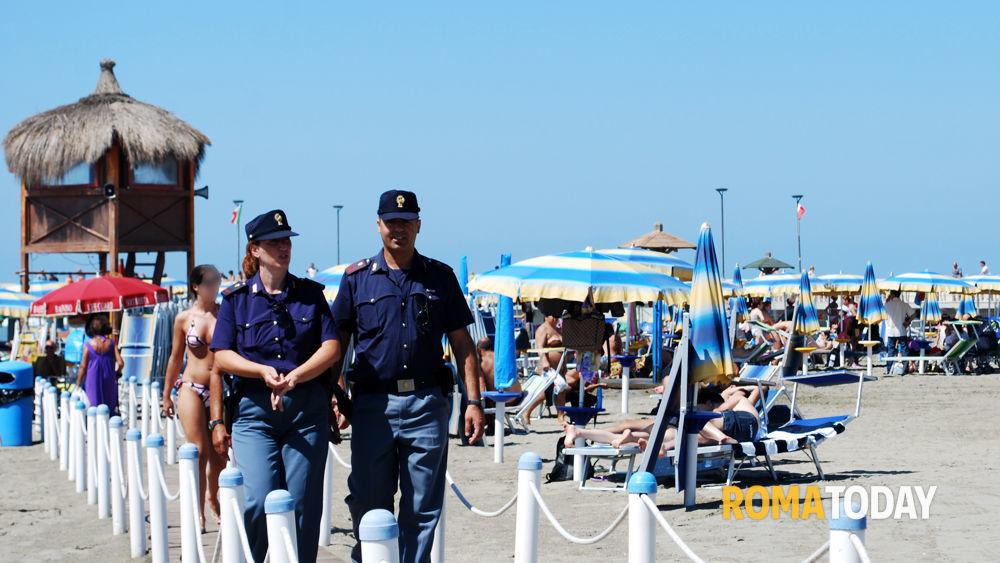 Matrimonio Spiaggia Maccarese : Ambulanti abusivi in spiaggia sequestri da maccarese a