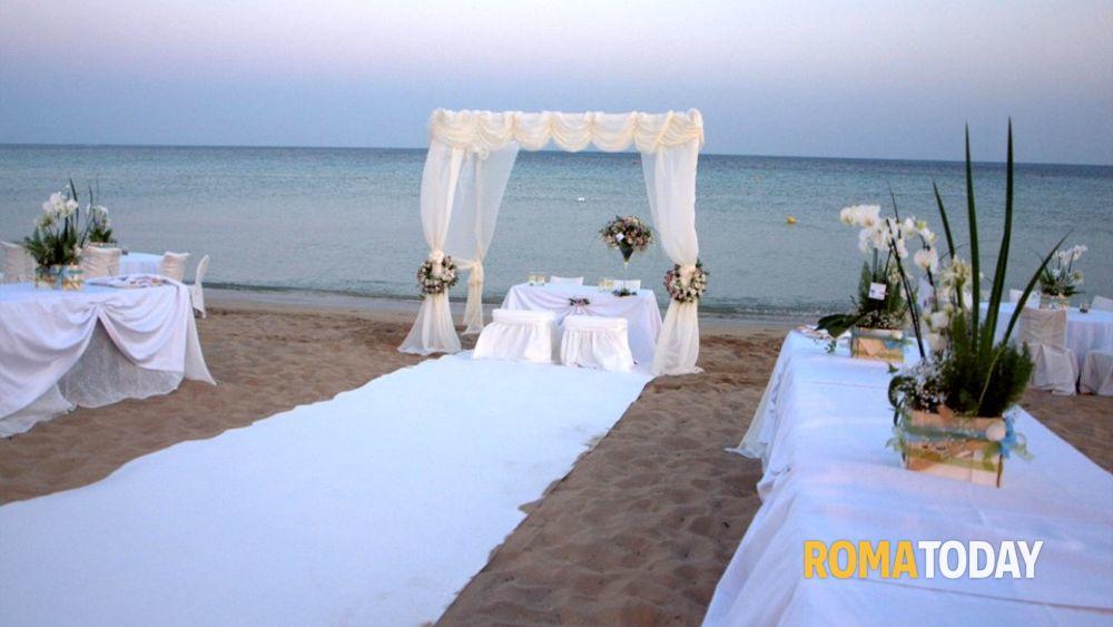 Pubblicazioni Matrimonio Fiano Romano : Al colosseo roseto o in spiaggia via libera alle