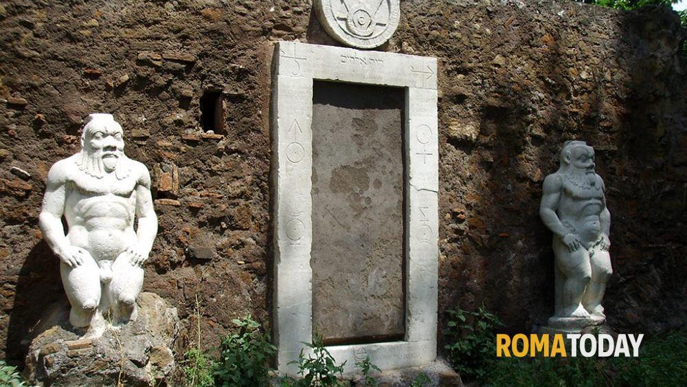 La porta alchemica di piazza vittorio for La porta media