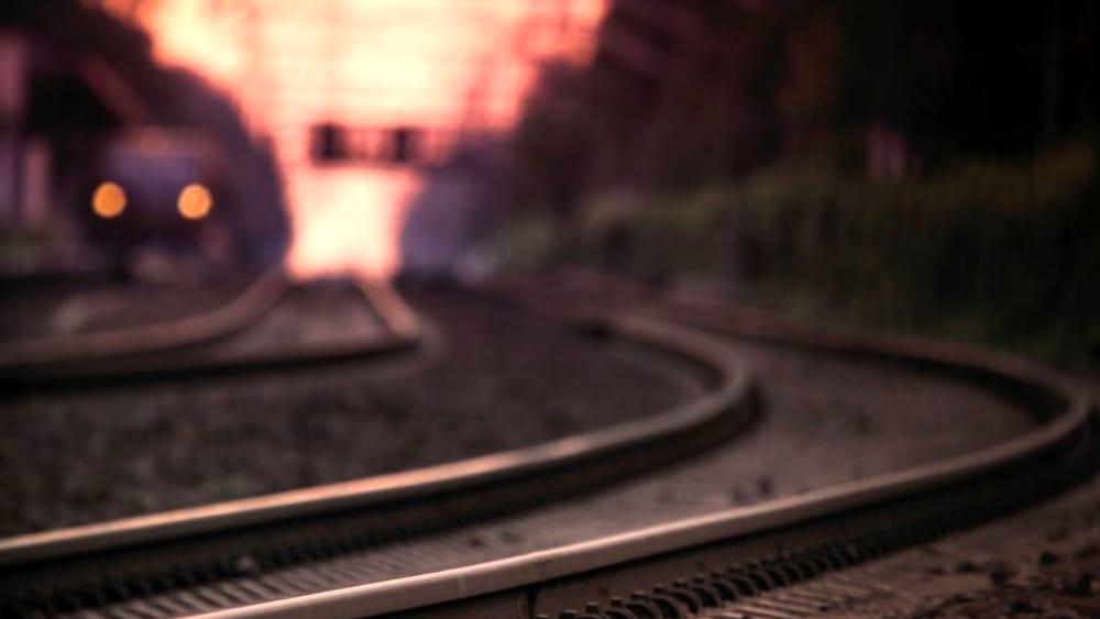 Travolto da un treno sui binari: morto un uomo - RomaToday