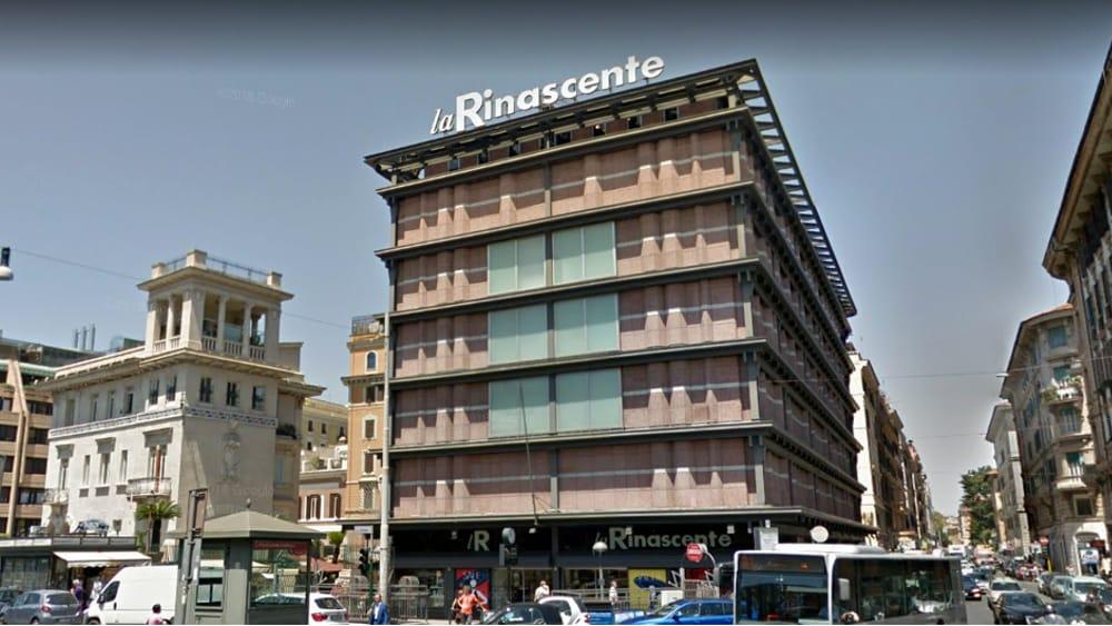 Ladro a La Rinascente: fermato con la borsa schermata con dentro 2500 euro di refurtiva