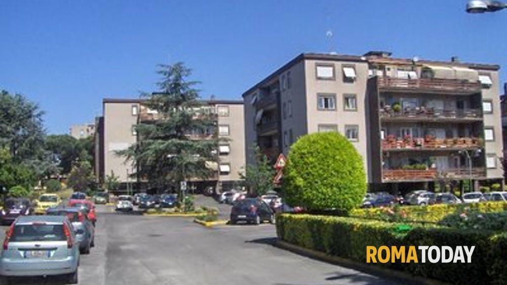 Cinecittà, incendio notturno in via Pelizzi: evacuata una ...