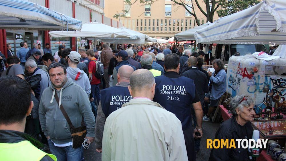 Venditori abusivi mercato porta portese controlli dei pics - Porta portese offerte lavoro roma ...