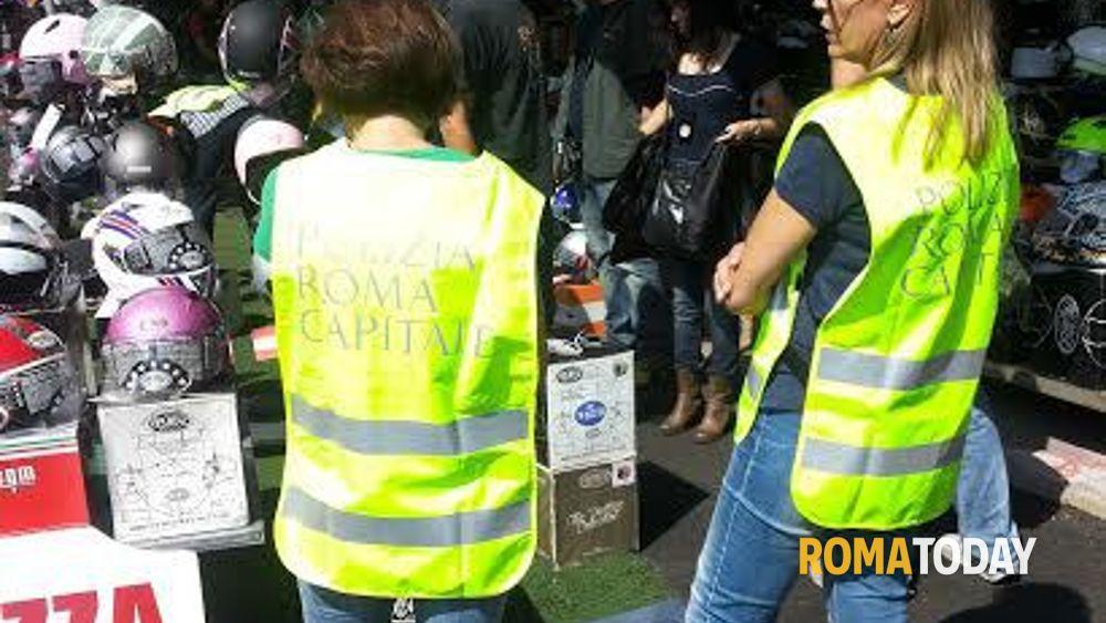 Blitz della polizia municipale a porta portese - Porta portese lavoro pulizie ...
