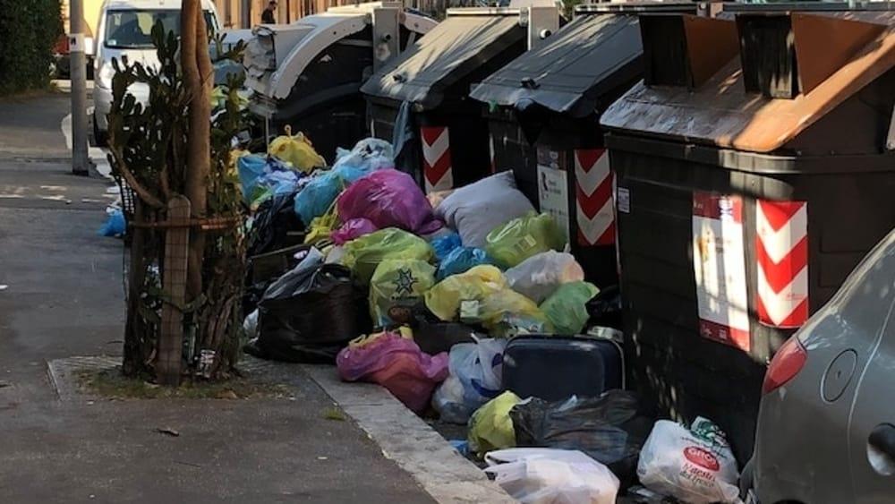Roma Lercia, rifiuti non raccolti e strade invase dai sacchetti: la mappa del degrado