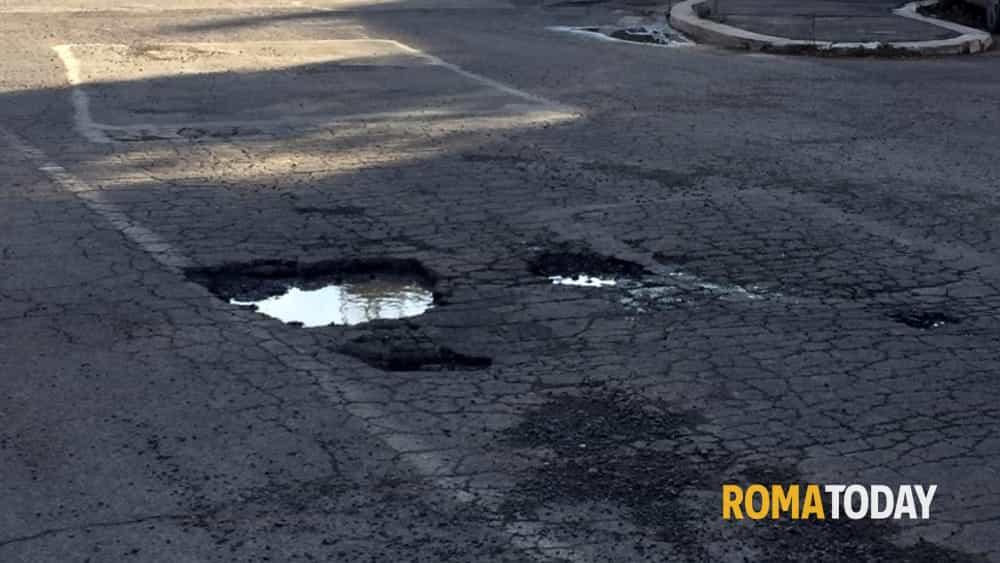 Roma: le buche con la città intorno. Dalle periferie al centro, la situazione in città