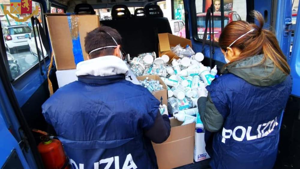 Mascherine e gel venduti a prezzi gonfiati: prodotti sequestrati e donati alla Protezione Civile