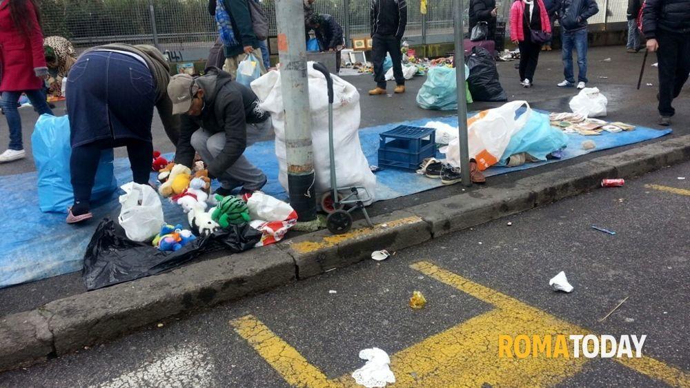 Piazzale partigiani il mercatino dell 39 immondizia e l - Mercatino dell usato ciampino ...