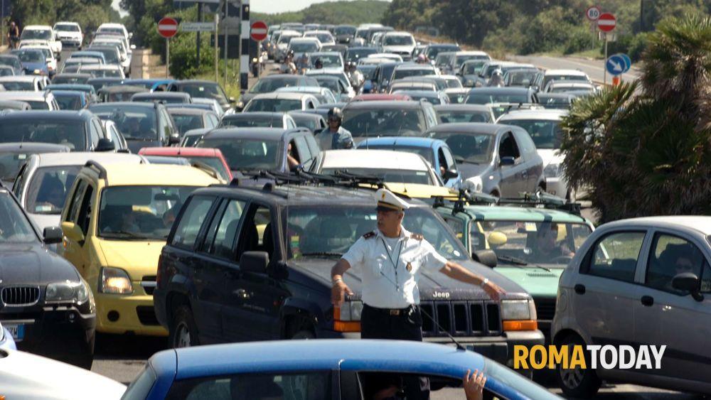 Traffico da roma verso il mare i romani affollano le - Da roma porta verso il mare ...