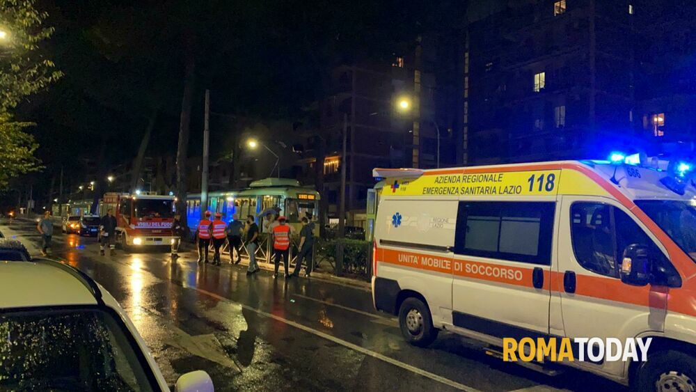 Incidente via Prenestina, si tamponano due tram: nove feriti
