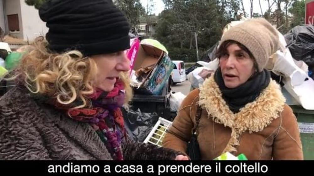 La grande monnezza: Maria Amelia Monti ed Angela Finocchiaro e il video tra l'immondizia romana