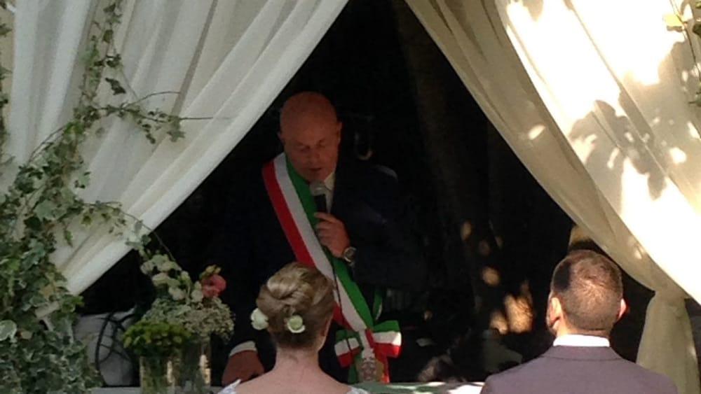 Matrimonio Romano Versione Latino : Marino celebrato il primo matrimonio fuori dalla casa