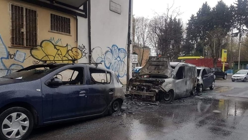 Incendio a Tormarancio, auto in fiamme nella notte
