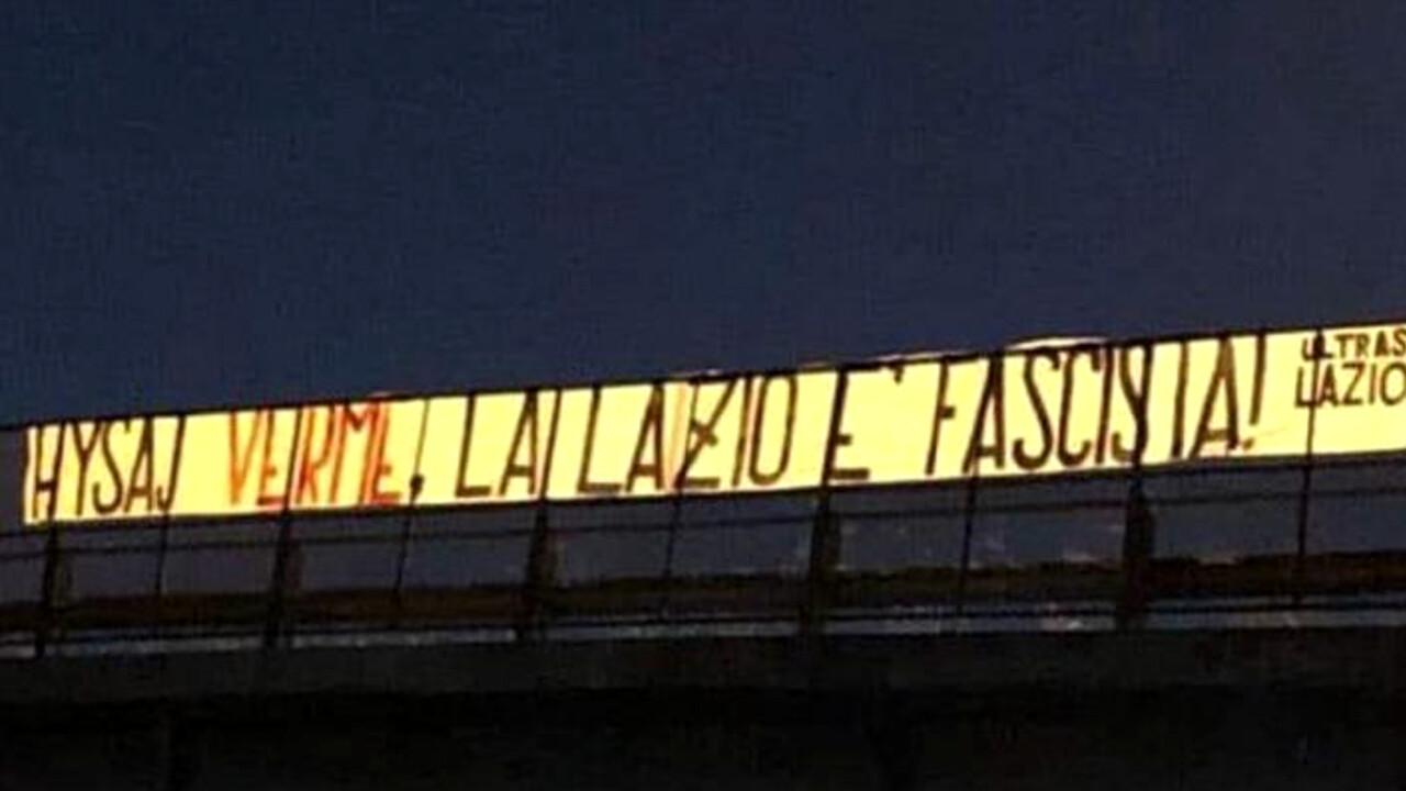 """Hysaj verme, la Lazio è fascista"""", striscione degli Ultras Lazio contro il  difensore che ha cantato Bella Ciao"""