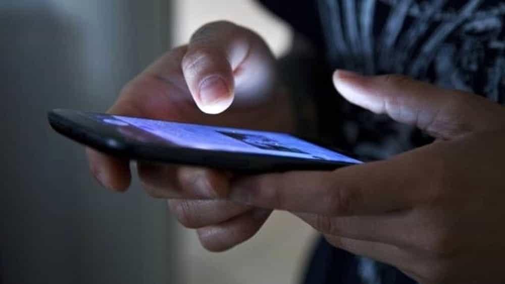 Pigneto, scarica la spesa dall'auto: ladro si avvicina e gli ruba lo smartphone